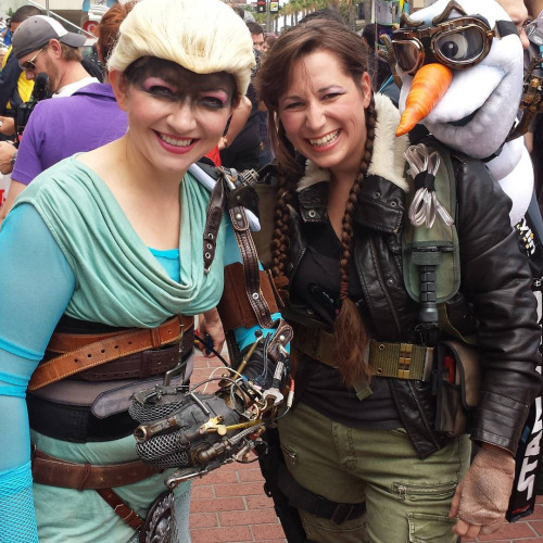 """Cosplay Mad Max/Frozen: el """"crossover"""" imposible en la Comic-Con"""